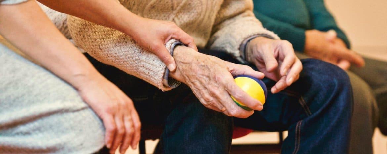 Burn-out mantelzorg: gebukt gaan onder de zorgen voor anderen