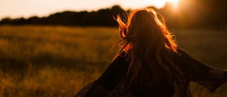 Wat is gelukkig zijn en hoe kan je meer geluk ervaren in je leven?