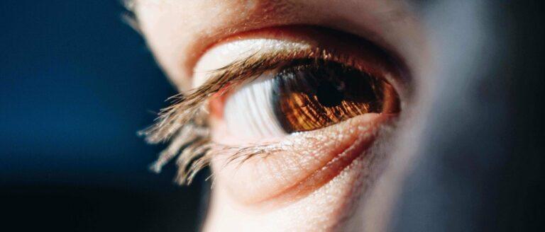 Een trillend ooglid? –  Herken de subtiele seintjes van stress